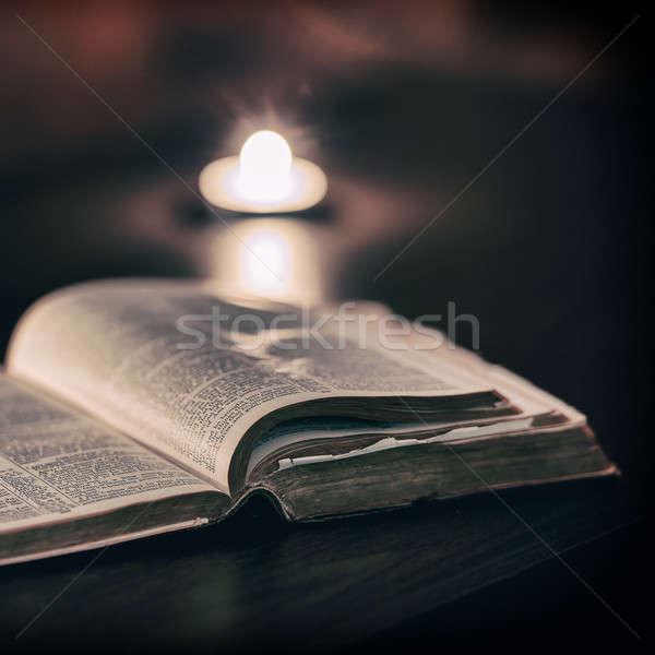 Bible bougies faible lumière scène Pâques Photo stock © artistrobd
