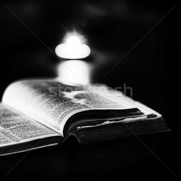 聖書 キャンドル 低い 光 高い コントラスト ストックフォト © artistrobd