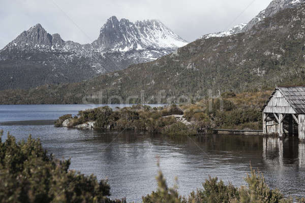 łodzi dove jezioro tasmania chmury górskich Zdjęcia stock © artistrobd
