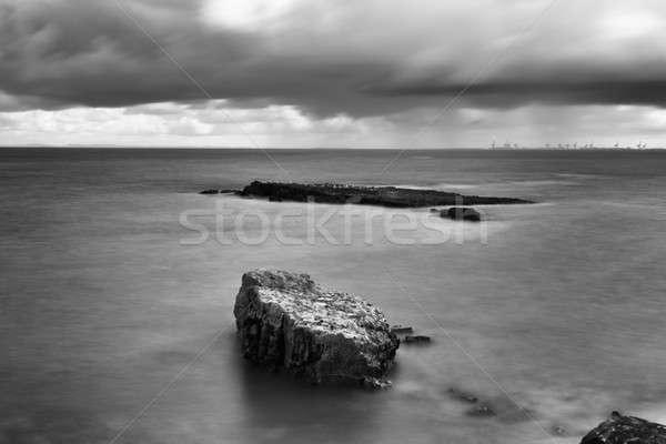 Czarno białe długi czas ekspozycji punkt plaży skał Zdjęcia stock © artistrobd