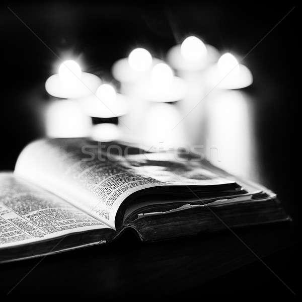 Biblia gyertyák alacsony fény magas kontraszt Stock fotó © artistrobd