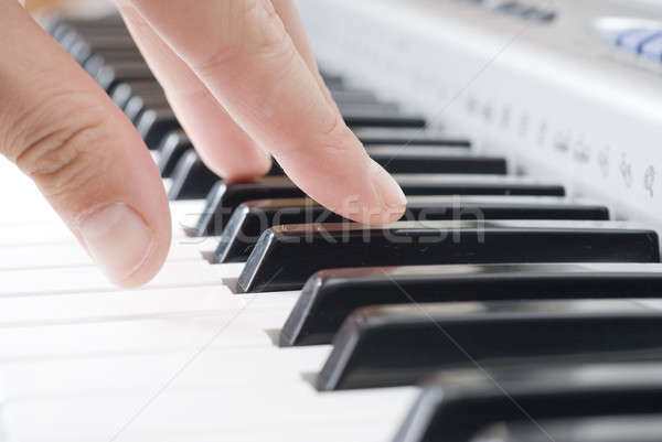 Main jouer musique piano art clé Photo stock © artjazz