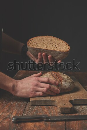 Man bakker handen rogge brood oude Stockfoto © artjazz