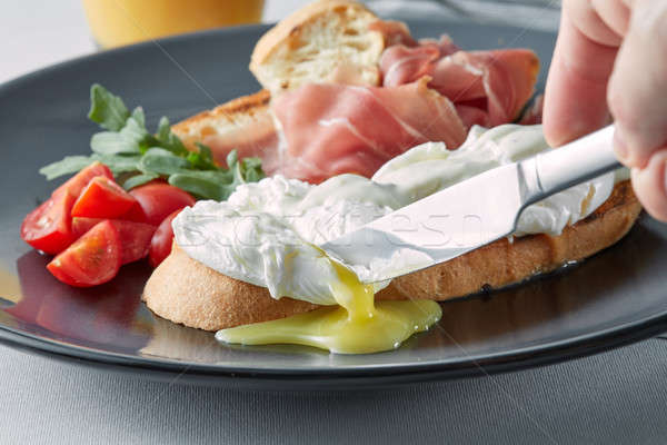 Tojások teljeskiőrlésű pirítós reggeli kés tojás Stock fotó © artjazz