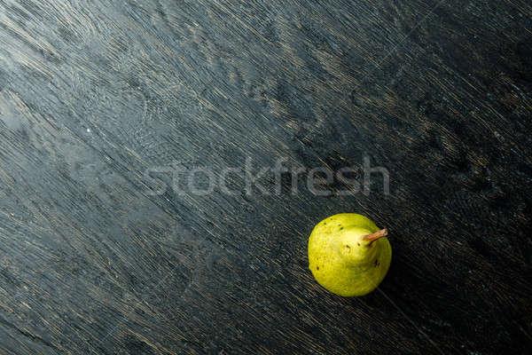 Een sappig rijp peer zwarte Stockfoto © artjazz