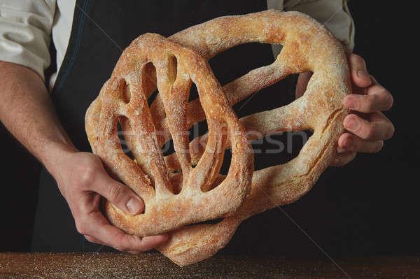 Pék tart kenyér közelkép kezek étel Stock fotó © artjazz