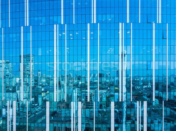 Cityscape reflexão vidro fachada moderno prédio comercial Foto stock © artjazz