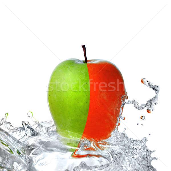 Zoetwater splash Rood groene appel geïsoleerd Stockfoto © artjazz