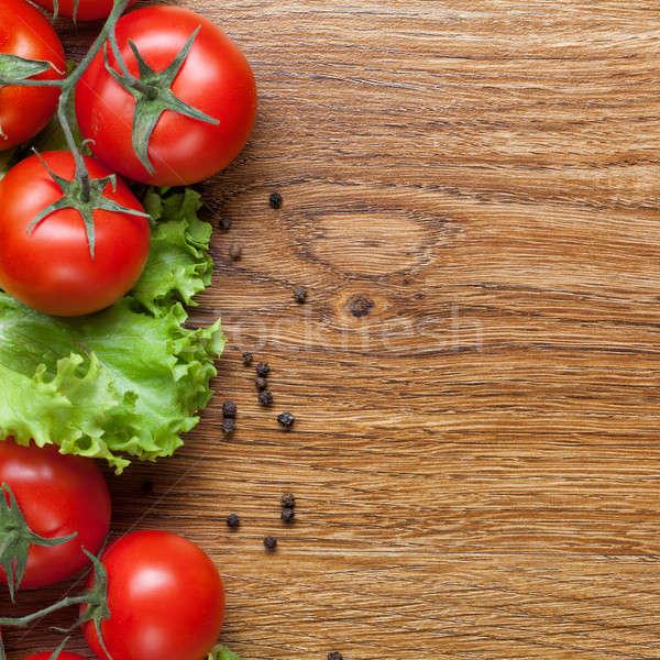 Kırmızı domates yeşil salata ahşap ahşap Stok fotoğraf © artjazz