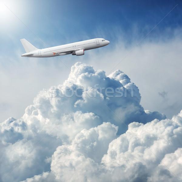 Avión vuelo dramático nubes de tormenta cielo naturaleza Foto stock © artjazz