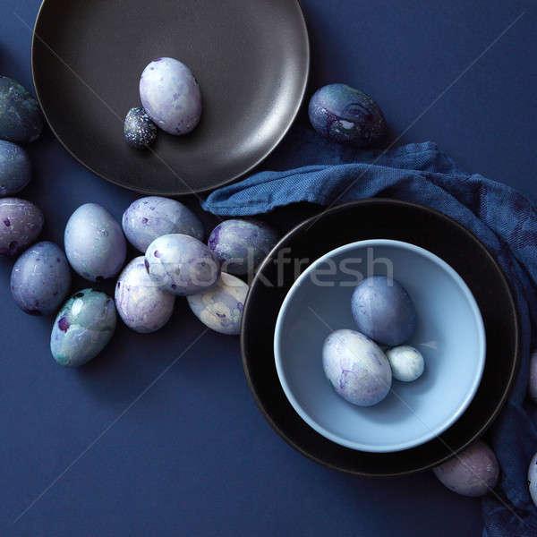 Oeufs colorés plaque œufs de Pâques sombre bleu serviette Photo stock © artjazz