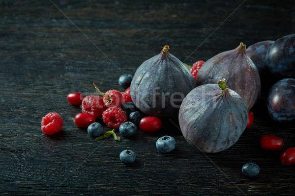 świeże inny jagody czarny drewna zdrowia Zdjęcia stock © artjazz