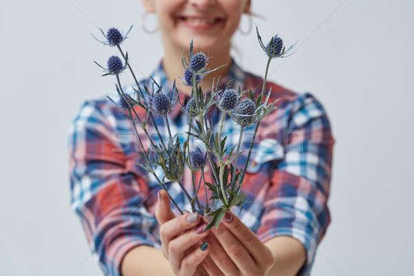 Kobieta niebieski kwiaty młodych uśmiechnięty Zdjęcia stock © artjazz