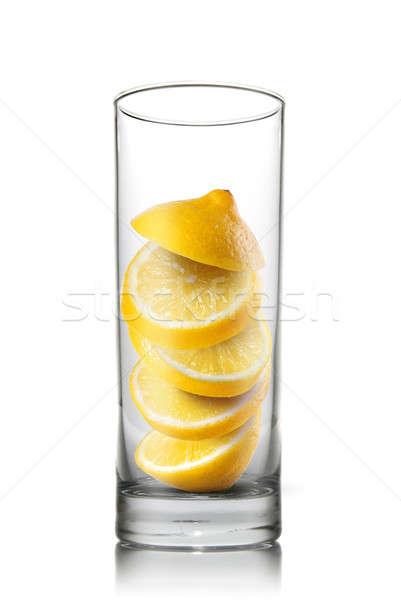Photo stock: Relevant · citron · tranches · à · l'intérieur · verre · isolé