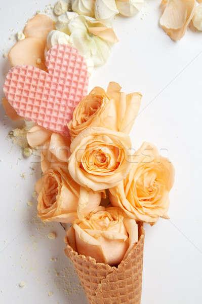Waffle cone flores coração branco flor Foto stock © artjazz