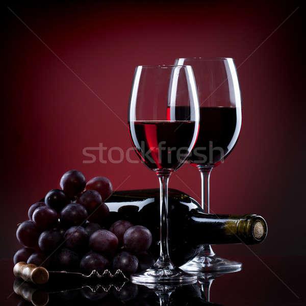 Weingläser Trauben Flasche Rotwein Gläser rot Stock foto © artjazz
