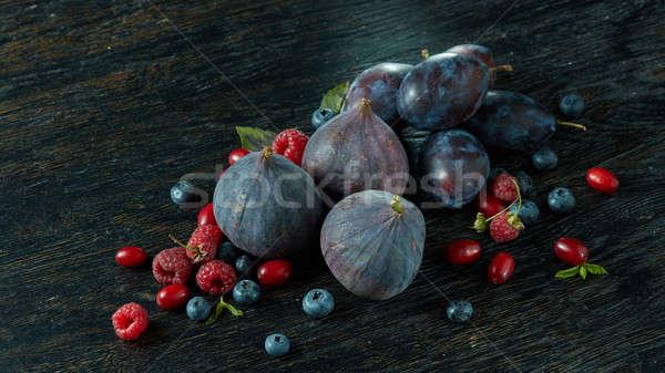 Cibo sano maturo succosa frutti di bosco tavolo in legno legno Foto d'archivio © artjazz