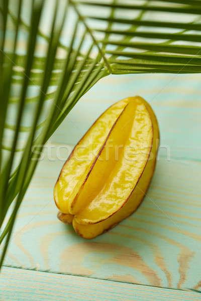 Csillag gyümölcs alma zöld pálmalevelek egzotikus Stock fotó © artjazz
