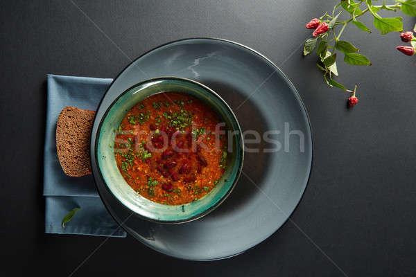 Tazón sopa de frijol chile pan negro mesa Foto stock © artjazz