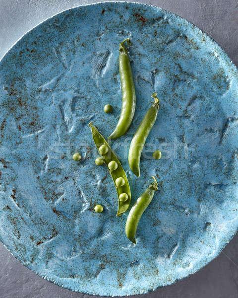 Verde orgânico ervilhas feijões azul cerâmico Foto stock © artjazz