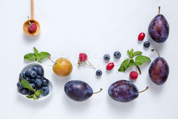 Fraîches juteuse baies fruits Berry Photo stock © artjazz