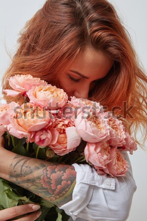 Rose bouquet roses vase mains joli Photo stock © artjazz