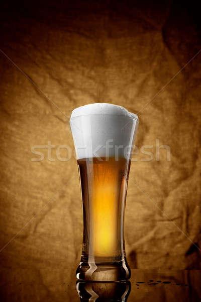 Cerveja vidro marrom luz bar ouro Foto stock © artjazz