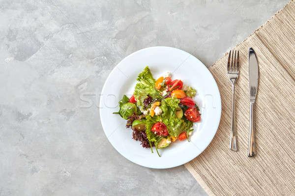 Foto stock: Salada · prato · garfo · faca · cinza