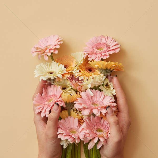 美しい 花束 少女 手をつない 黄色 紙 ストックフォト © artjazz