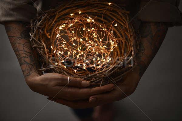 ストックフォト: 花輪 · クリスマス · ライト · 女性 · 手 · 暗い