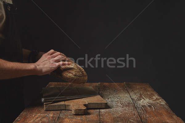 Manos pan oscuro hombre alimentos Foto stock © artjazz