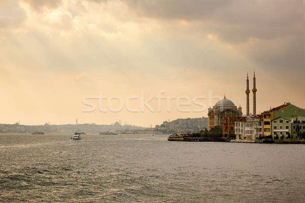 Mosquée banques bâtiment ville mer Voyage Photo stock © artjazz