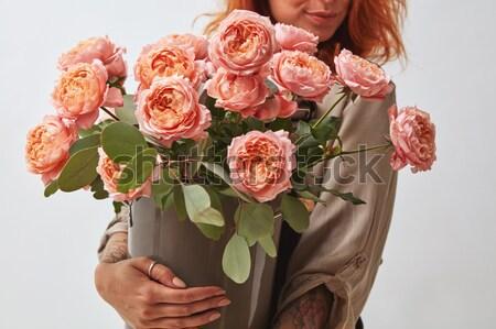 Parfumé bouquet roses cappuccino fille Photo stock © artjazz