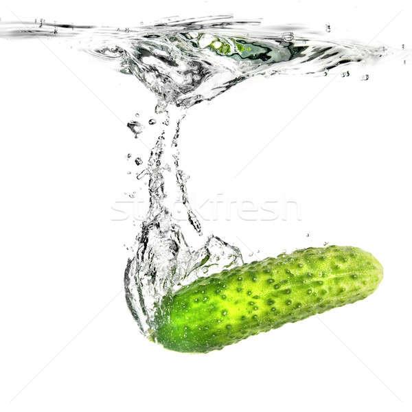 Yeşil salatalık su yalıtılmış beyaz gıda Stok fotoğraf © artjazz
