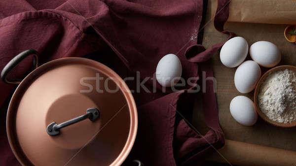 Cobre pan huevos harina rojo delantal Foto stock © artjazz
