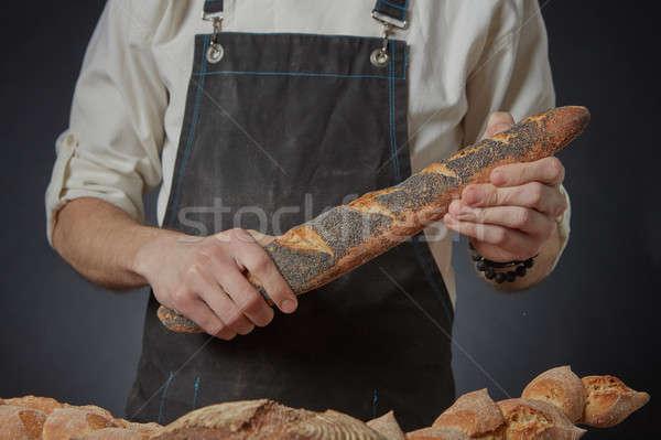 Handen houden baguette vers poppy Stockfoto © artjazz