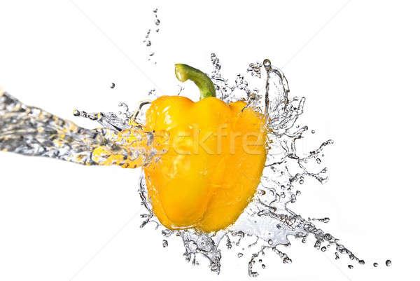 Eau douce Splash jaune sweet poivre isolé Photo stock © artjazz