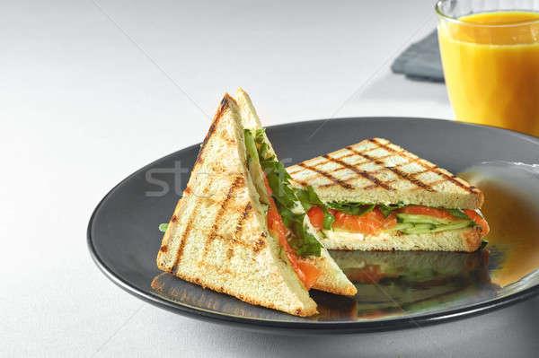 Toast sandwich zalm plantaardige salade plaat Stockfoto © artjazz