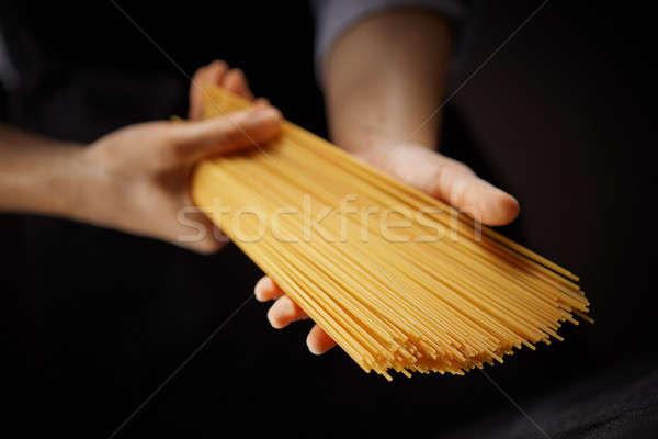 Lang ruw spaghetti handen donkere Italiaans Stockfoto © artjazz