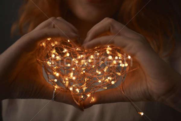 Femeie mâini şir lumini întuneric Imagine de stoc © artjazz