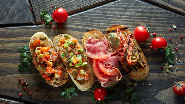 Mini bruschetta tomates saumon avocat Photo stock © artjazz