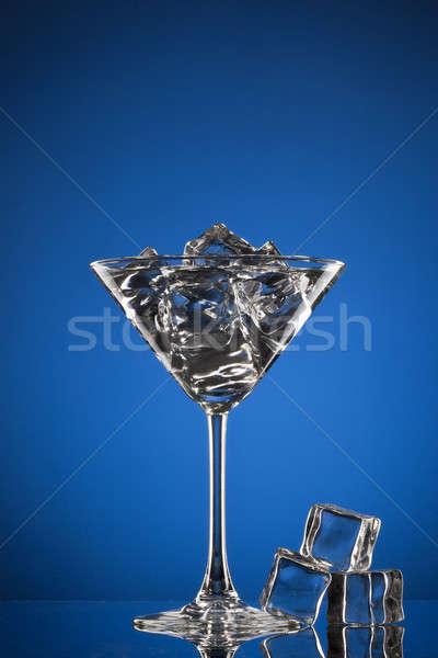 Vaso de martini hielo azul vidrio fondo beber Foto stock © artjazz