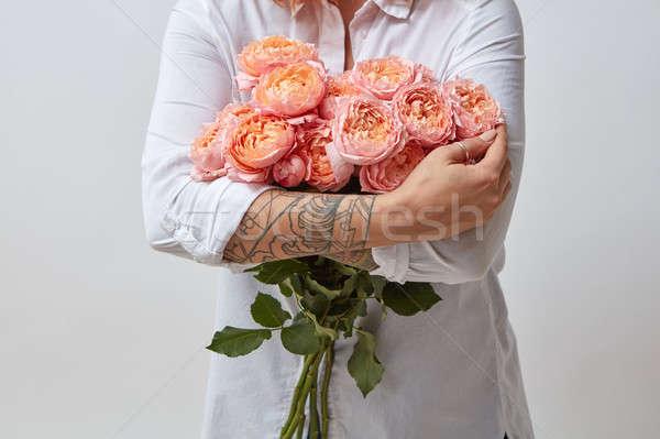Lány virágcsokor virágok rózsaszín rózsák valentin nap Stock fotó © artjazz