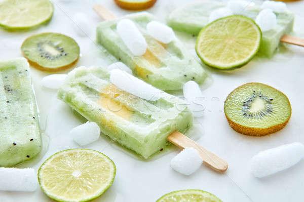 Házi készítésű kiwi fagylalt bot darabok jég Stock fotó © artjazz