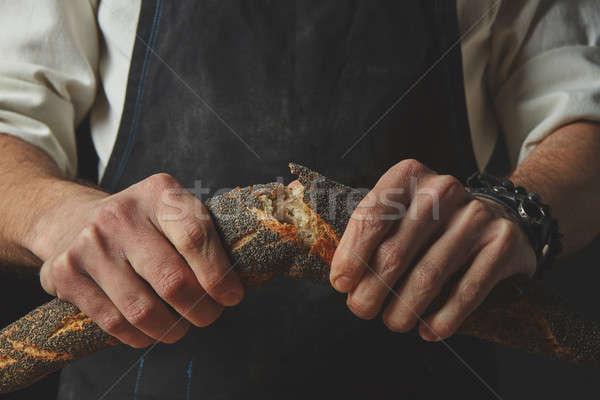 рук мужчин перерыва багет стороны Сток-фото © artjazz