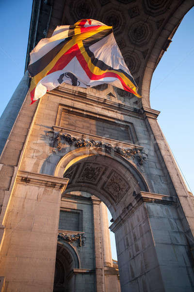 Vlag boog Brussel hemel gebouw stad Stockfoto © artjazz