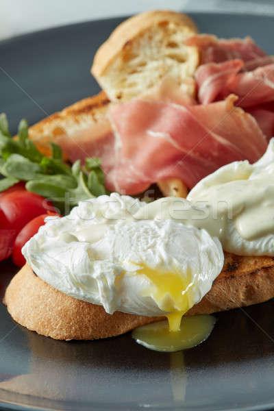 Stok fotoğraf: Yumurta · domuz · pastırması · tost · domates · salata · yumurta