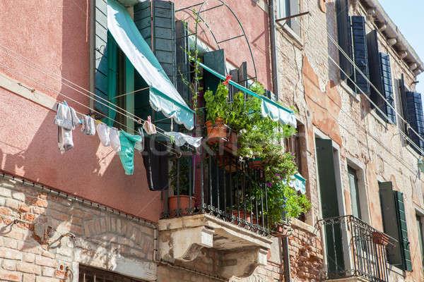 Velencei épületek kör erkély egy gyönyörű Stock fotó © artjazz