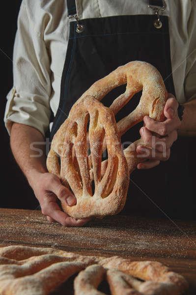 Baker pain délicieux mains Photo stock © artjazz