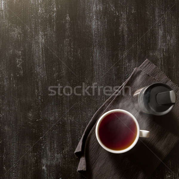 Tasse thé utile brun serviette sombre Photo stock © artjazz